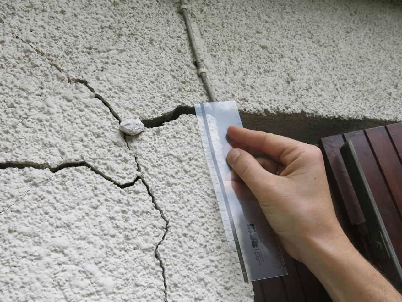 Travaux d'extension de la maison : comment m'y prendre pour éviter les fissures